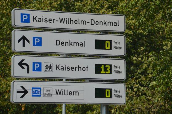 Parkleitsystem , freie Parkplätze