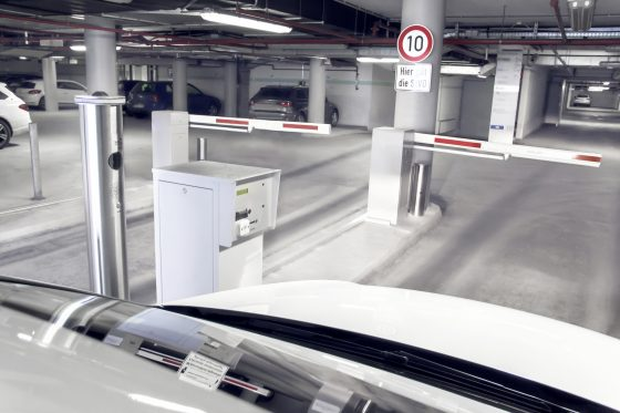 Enter parking space with carplate detection